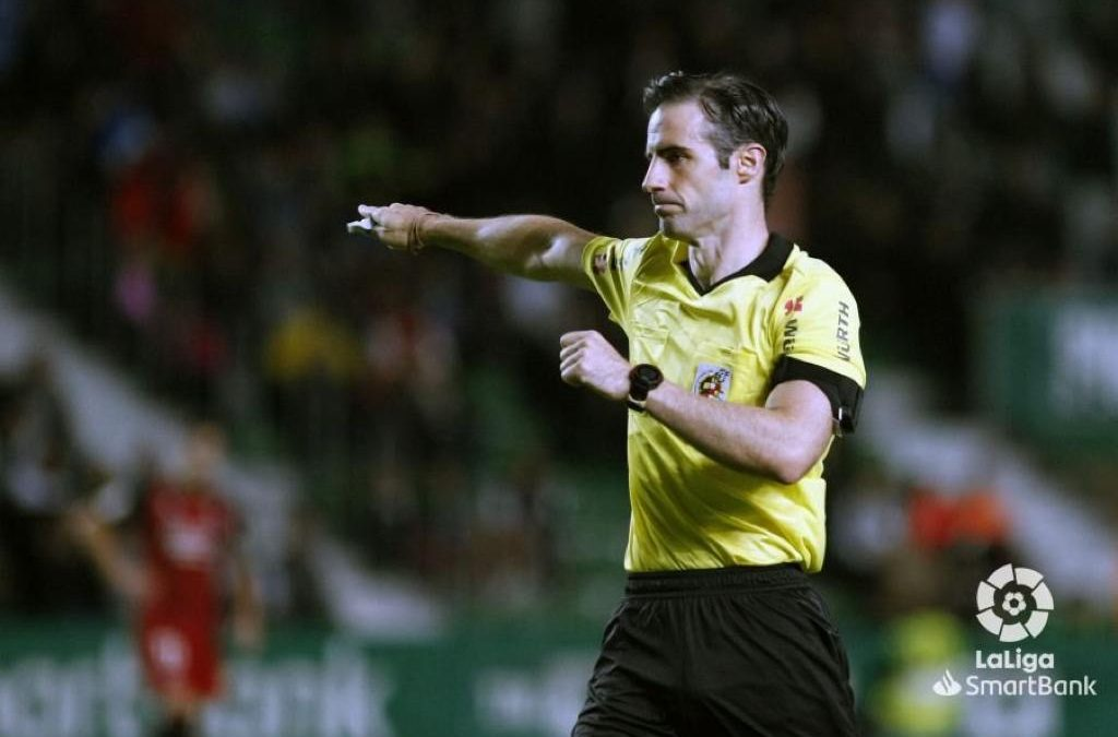 Jon Ander González, árbitro de fútbol profesional y usuario de SPODHA